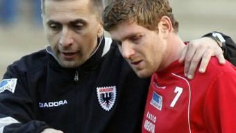 So läuft das! Cheftrainer Ranko Jakovljevic (l.) fuhr mit Matchwinner David Marazzi in Winterthur den ersten Auswärts-Sieg der Saison ein.