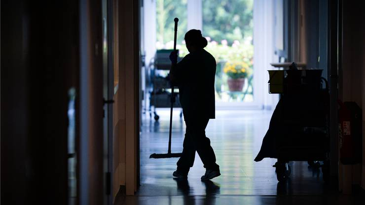 Müssen die Reinigungskräfte um ihren Job fürchten? Der Kanton sagt Nein.