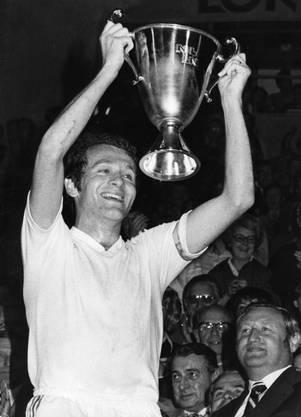 Mit Walter Mundschin spielt Demarmels jeden Montag Tennis.