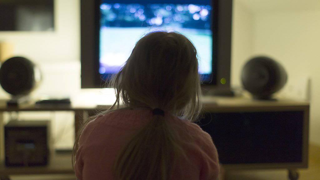 Fernsehwerbung, die sich gezielt an bestimmte Zuschauergruppen richtet, ist auch in Zukunft verboten. (Symbolbild)