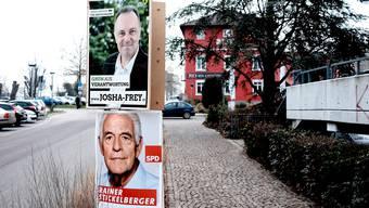 Der Grüne Josha Frey und Justizminister Rainer Stickelberger (SPD) kämpfen mit Ulrich Lusche (CDU) um das Direktmandat im Wahlkreis Lörrach.