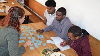 Mit gemeinsamen Spielen und Gesprächen werden zugleich die Deutschkenntnisse der Schüler vertieft.