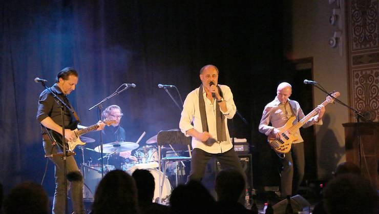 Heiri Müller und Band begeistern das Publikum in der voll besetzten Kirche.