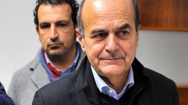 Parteichef der Demokratischen Partei Italiens, Pier luigi Bersani, bei der Abstimmung