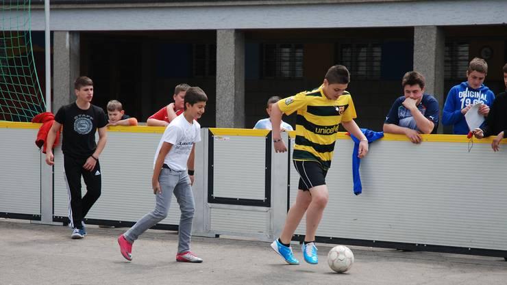 Hier wird der Dietiker Stadtmeister im Street Soccer ermittelt