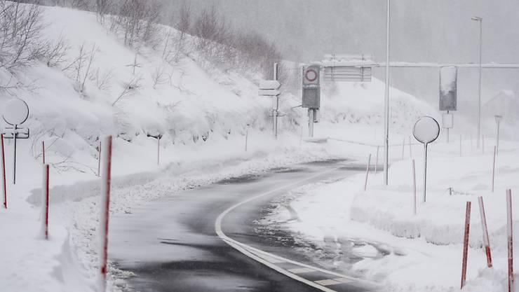 Freie Fahrt im Urserental: Nach der Öffnung der Strasse zwischen Göschenen und Andermatt (Bild) ist jetzt auch Realp wieder erreichbar. (Archivbild)