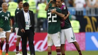 Rafael Marquez (4) tröstet seinen jungen Teamkollegen Hirving Lozano