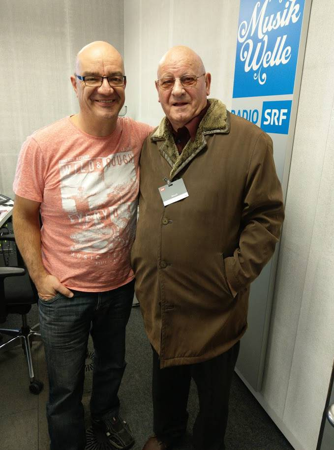 Moderator Christian Salzmann (links) empfängt Ernst Tschumi im Studio.