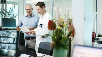 Spitaldirektor Matthias Winistörfer (links) und Adrian Walder, leitender Arzt Notfallzentrum, in der Notfallaufnahme des Kantonsspitals.
