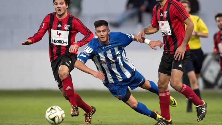 Der FC Grenchen im freien Fall: Fitim Sadriji (Mitte) und zehn weitere Spieler haben – je nach Darstellung – den Verein verlassen oder wurden freigestellt.