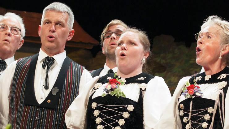 Ruth Matter Riedi (rechts) leitet seit vielen Jahren die Dietiker Stadt-Jodler