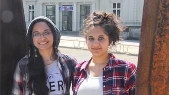 Lydia und Sharon Renold vor dem KuK in Aarau: Die beiden fühlen sich allerdings auch in Boston heimisch. wpo