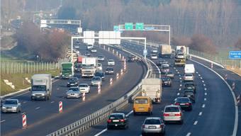 Im Kanton Aargau fahren auch in diesem Jahr wieder mehr Motorfahrzeuge.