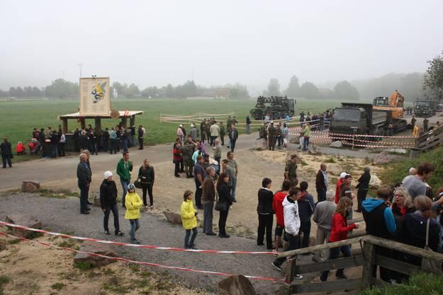 Trotz Nebel und kühlen Temperaturen pilgerten etwa 2000 Besucher in den Brugger Schachen.