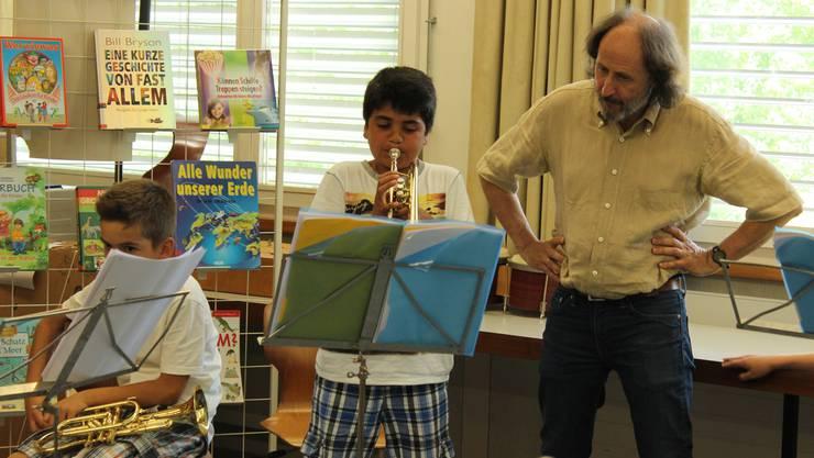 In Grenchen erhielten alle Kinder einer Schulklasse ein Blasinstrument ausgeliehen. Die Musikschule zieht nach eine Jahr eine positive Bilanz.