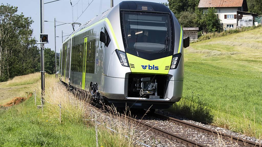 Der Bahnverkehr der BLS zwischen Brig und Goppenstein wurde am Freitagmorgen wegen eines Erdrutsches unterbrochen. (Archivbild).