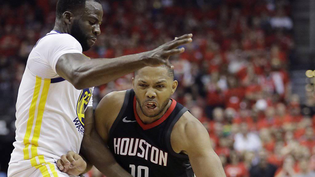 Eric Gordon von den Houston Rockets im Duell mit Golden States Draymond Green