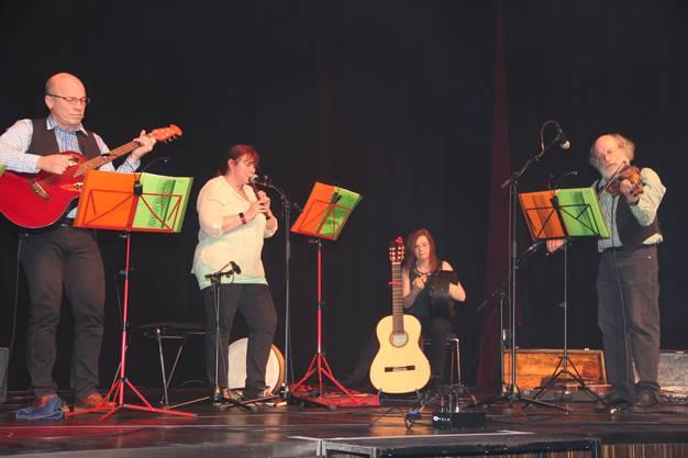 Die Kulturnacht im Campussaal Brugg-Windisch war ein Erfolg;Die Band Arran Folk sorgte mit irischen Liedern für Stimmung