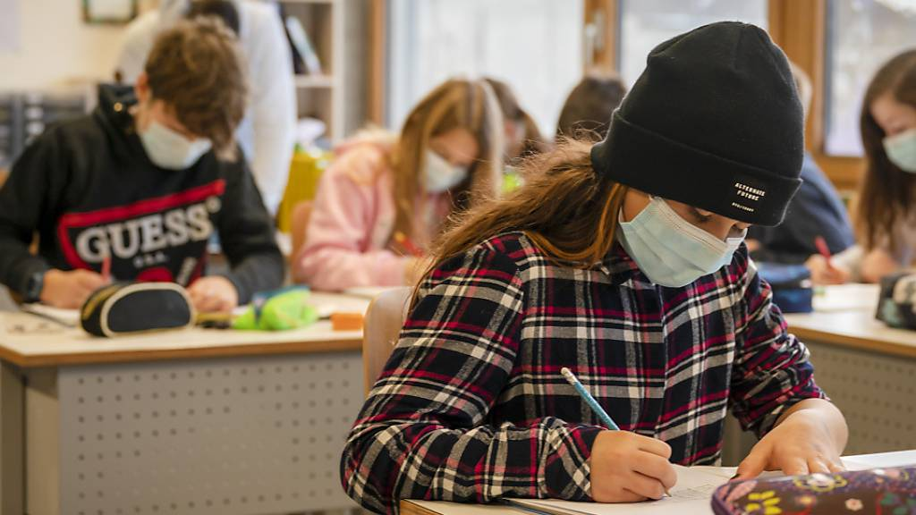 So sieht es bald auch im Kanton Zürich aus: Blick in eine sechste Klasse in Allschwil BL, wo bereits Maskenpflicht besteht.