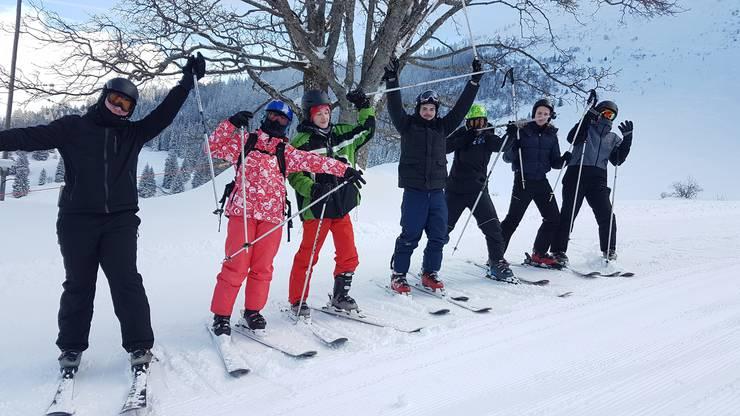 """Erste """"Gehversuche"""" auf den Skiern"""