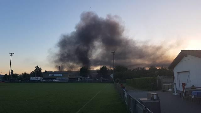 Villmergen: Brennender Kleinbus sorgt für grosse Rauchwolke