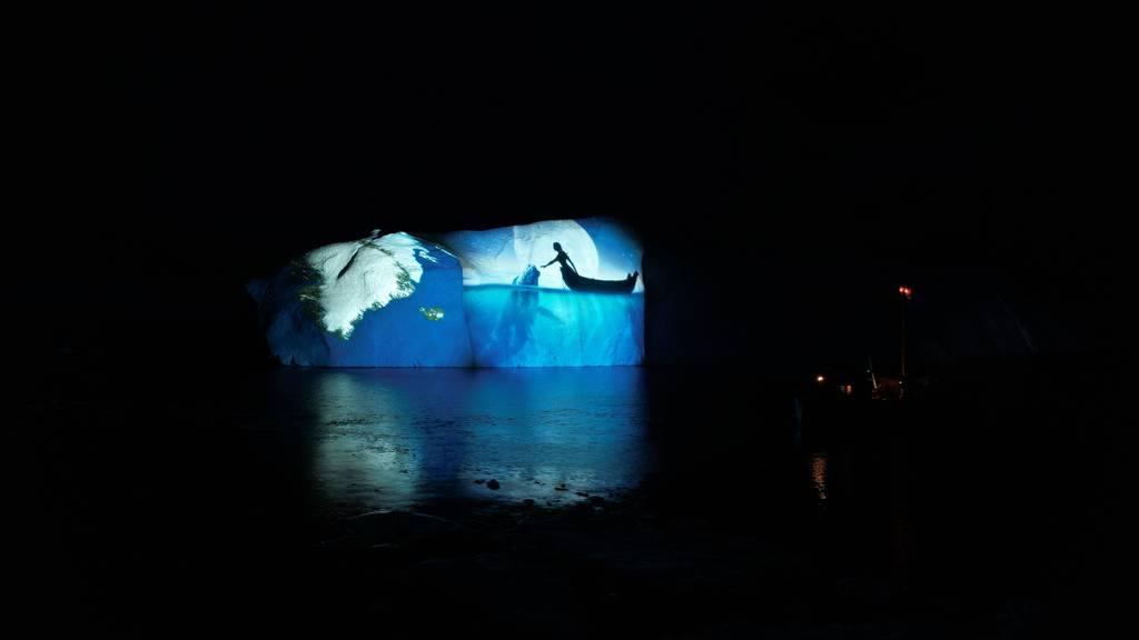 Spektakuläre Bilder wurden auf Eisberge in Arktis projiziert