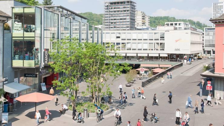Wo fünf Strassen zusammentreffen, ist ein fussgängerfreundlicher Schlossbergplatz entstanden. zvg