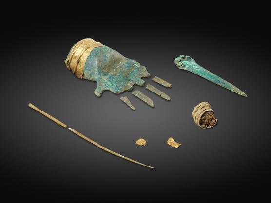 Die auf dem Tessenberg gefundene Bronzehand gilt als sehr aussergewöhnlicher Fund. Bei Nachgrabungen stiessen die Archäologen auch auf eine Gewandnadel und Bronzespiralen.