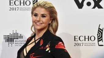 """Die Sängerin Beatrice Egli schafft den Einstieg als Schauspielerin. Im Februar 2018 spielt sich sich selbst in der ARD-Telenovela """"Sturm der Liebe"""". (Archiv)"""
