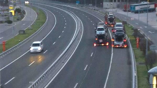 Lastwagen auf Autobahn rückwärtsgefahren