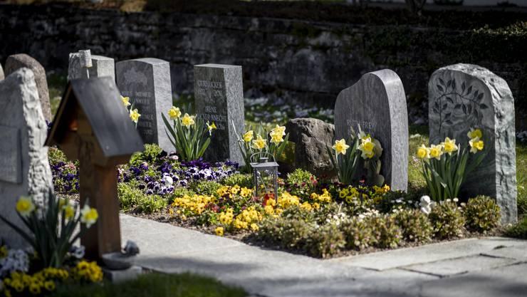 Seine letzte Ruhe fand der junge Mann auf dem Friedhof der Reformierten Kirche in Weisslingen.