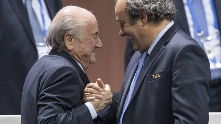 Sepp Blatter und Michel Platini nach der FIFA-Präsidentenwahl am 29. Mai 2015.