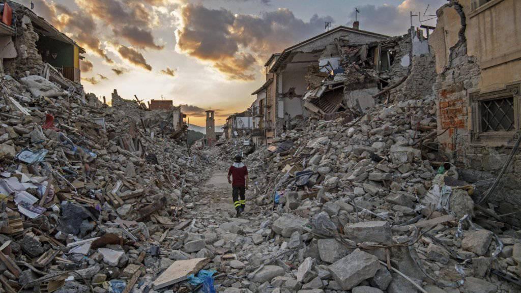 Trümmer in Amatrice: Das Erdbeben im August hat Schäden von mehr als sieben Milliarden Euro angerichtet. (Archiv)