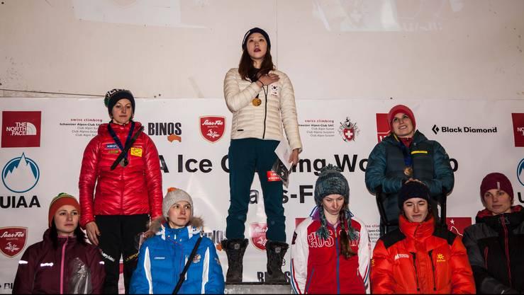 Die drittplatzierte Klingler auf dem Podest mit Siegerin Song Han Na Rai aus Korea und der Italienerin Angelika Rainer.