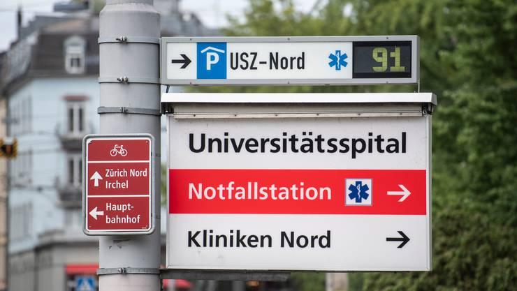 Am Universitätsspital Zürich kommen Medizinstudenten zum Einsatz.