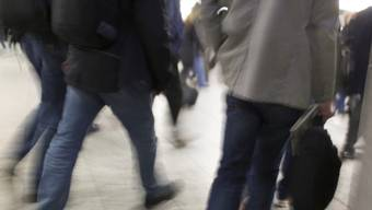 Pendler am Bahnhof Bern (Archiv)