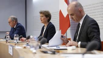 Die Bundesräte Parmelin, Sommaruga und Berset (v.l.) treten heute vor die Medien.