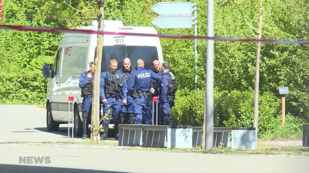 Polizei räumt Fabrikool
