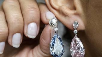 Die Diamanten Apollo (blau, links) und Artemis (am Ohr).
