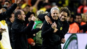Umjubelt: Trainer Lucien Favre (2. v. r.) befindet sich mit Borussia Dortmund weiter im Hoch und baut den Vorsprung in der Tabelle gegenüber Bayern München auf sieben Punkte aus.