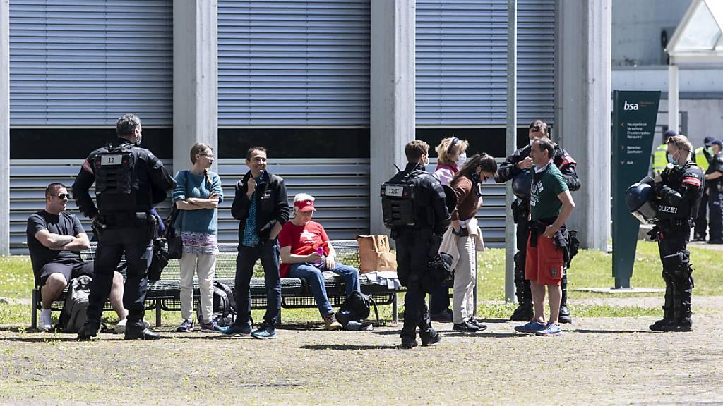 Grosses Polizeiaufgebot gegen Corona-Demonstrationen