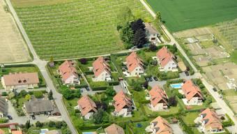 Neben dem Garten sind Schweizern die Nähe zum öV und zu Schulen wichtig.Key