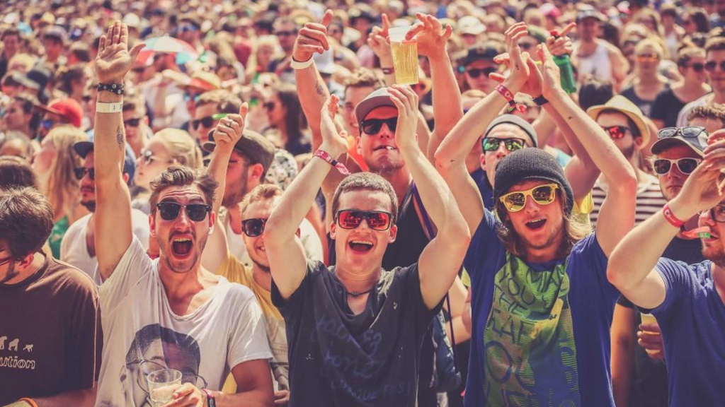 Krankmacher: Festival-Bändchen sind voller Bakterien.