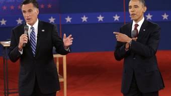 Romey am Reden, Obama macht Faxen.