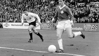 """Köbi Kuhn (am Ball) hätte zur AC Milan gehen können, wenn die """"Nacht von Sheffield"""" nicht publik geworden wäre"""