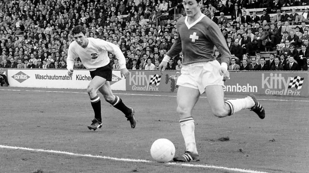 Köbi Kuhn (am Ball) hätte zur AC Milan gehen können, wenn die «Nacht von Sheffield» nicht publik geworden wäre