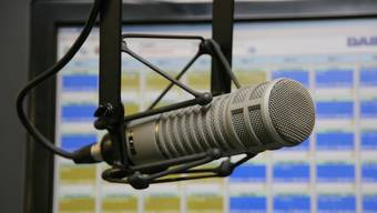 Die beiden Radiostationen senden auch ohne Konzessionen unverändert weiter.