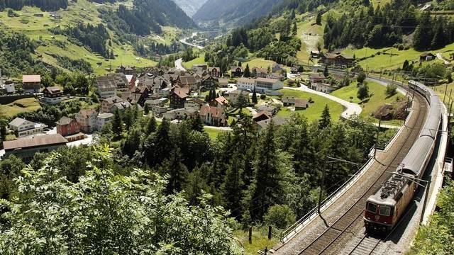 Das Schweizer Schienennetz befahren kostet in Zukunft mehr (Bild: Gotthardlinie)