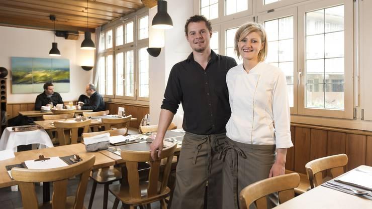 Von Gault Millau neu mit 15 Punkten bewertet: Nadja Schuler und ihr Partner Stephane Wirth sind die Gastgeber im «Hirschen».
