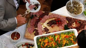 Trickbetrüger haben es auf Gastrobetriebe abgesehen. (Symbolbild)